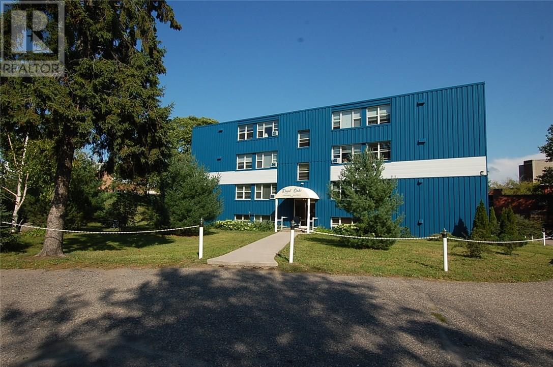 Buliding: 118 Isabella Street, Parry Sound, ON