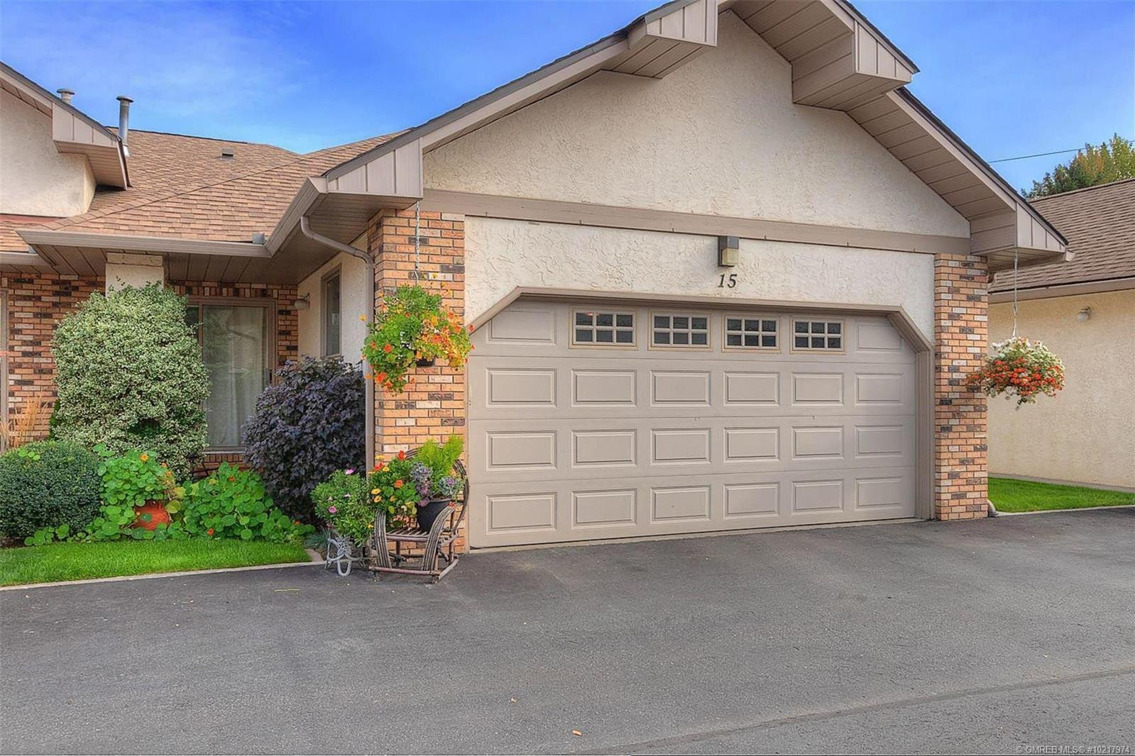 Townhouse for sale at 1873 Parkview Cres Unit 15 Kelowna British Columbia - MLS: 10217974
