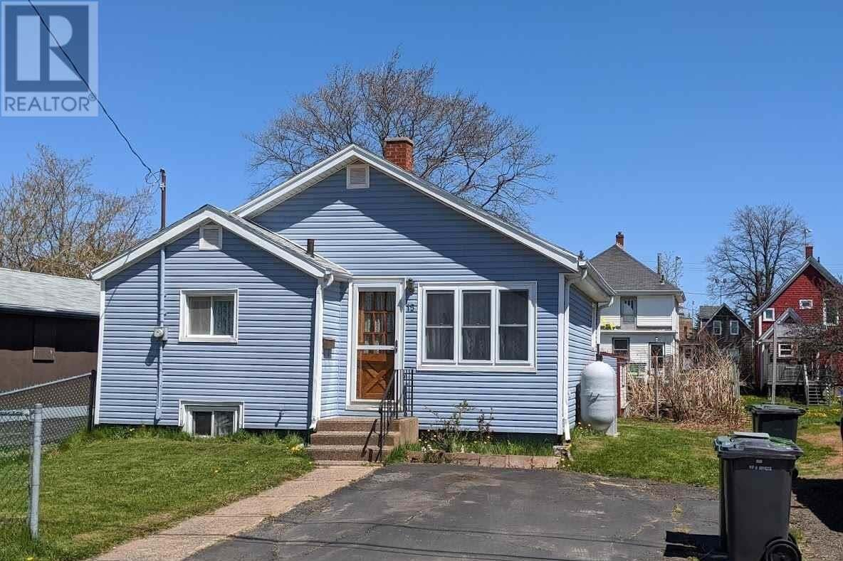 House for sale at 15 Beach St Charlottetown Prince Edward Island - MLS: 202008470