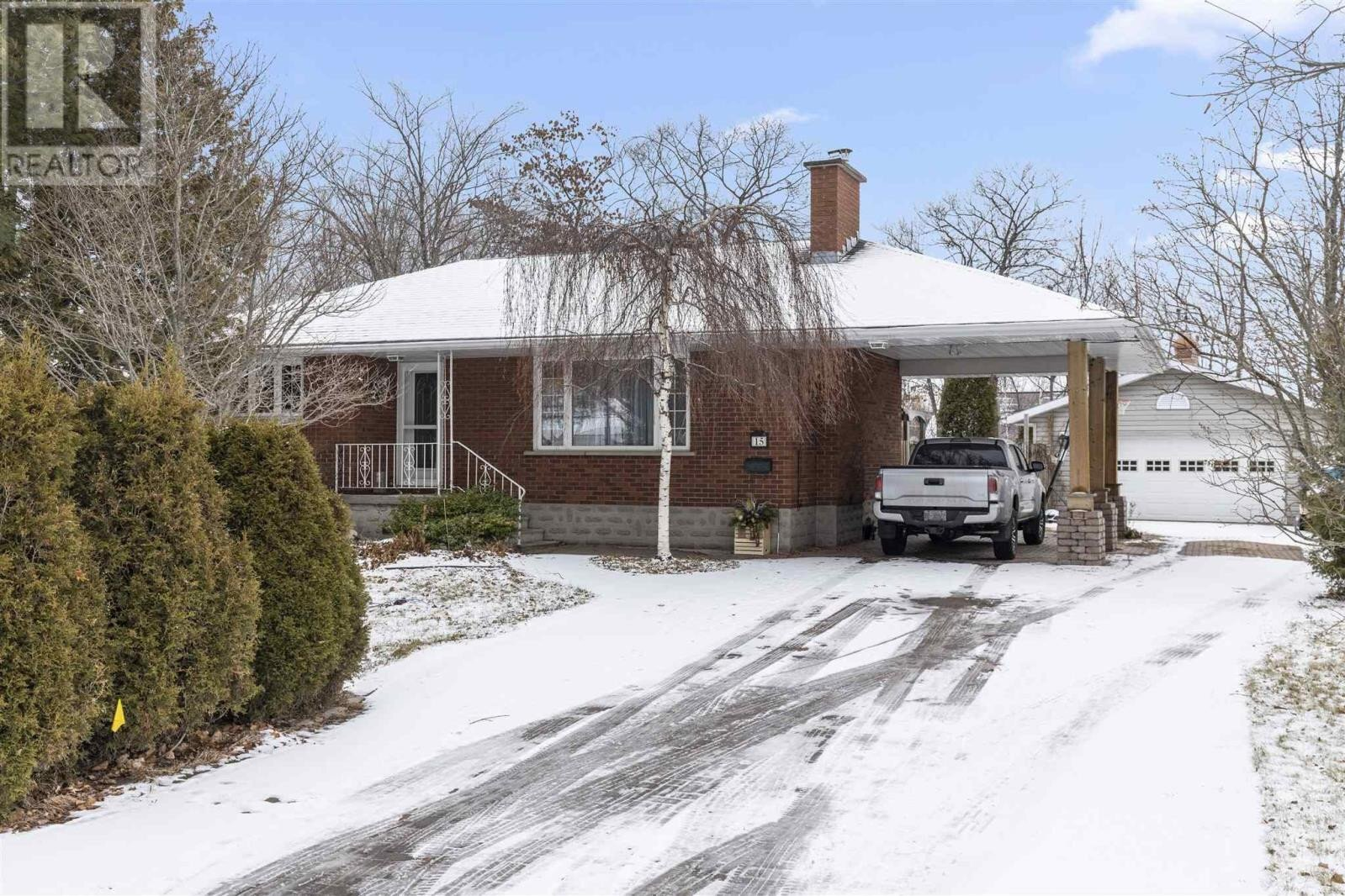 House for sale at 15 Eastwood St Sault Ste. Marie Ontario - MLS: SM130403