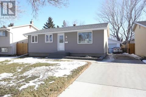 House for sale at 15 Fisher St Regina Saskatchewan - MLS: SK801600