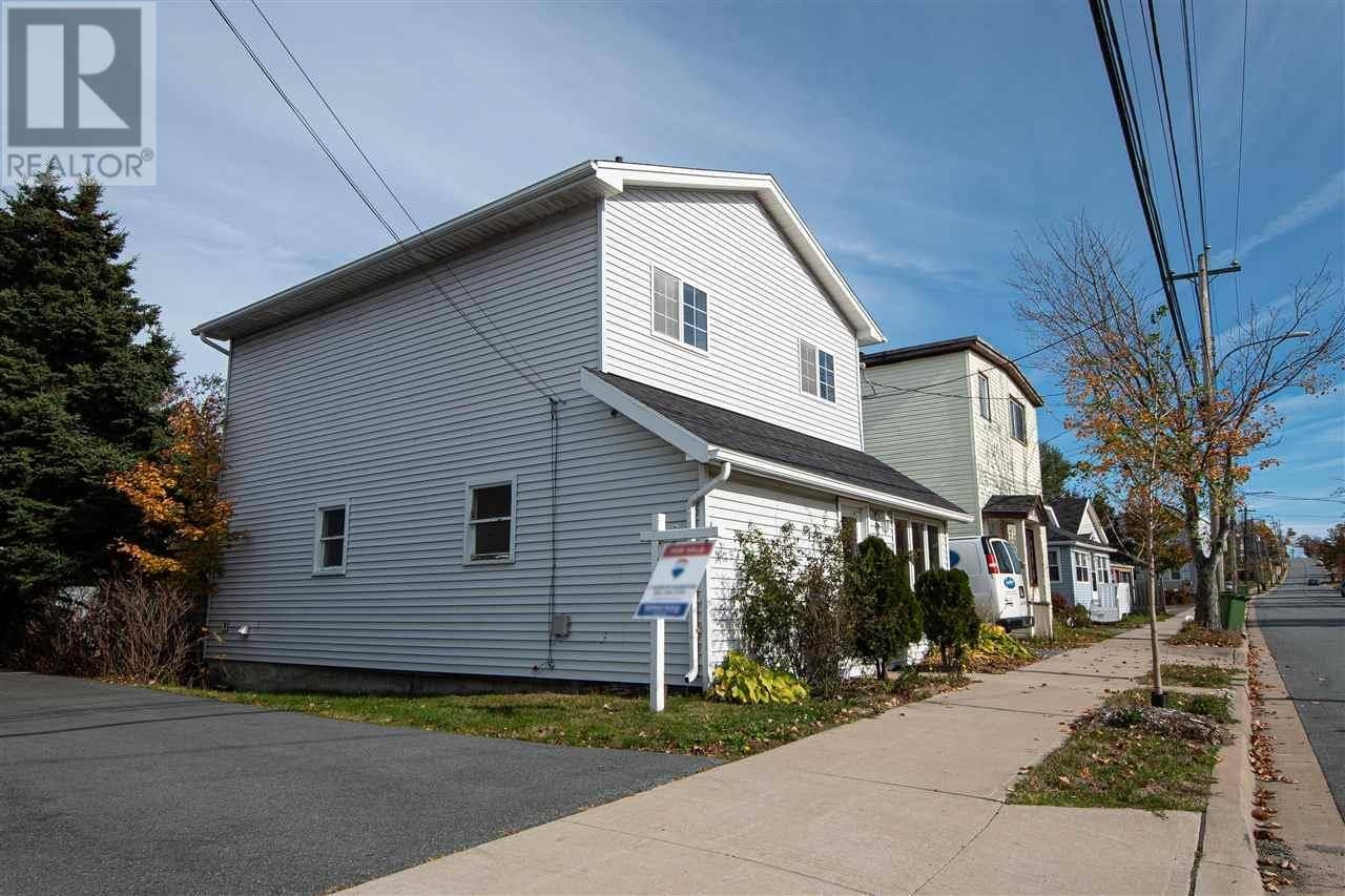 House for sale at 15 Gaston Rd Dartmouth Nova Scotia - MLS: 201924788