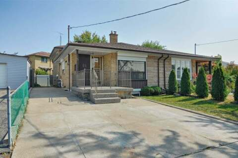 Townhouse for sale at 15 Hucknall Rd Toronto Ontario - MLS: W4929309