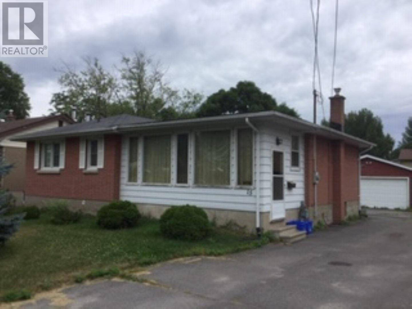 House for sale at 15 Quinte Ave Amherstview Ontario - MLS: K19004879