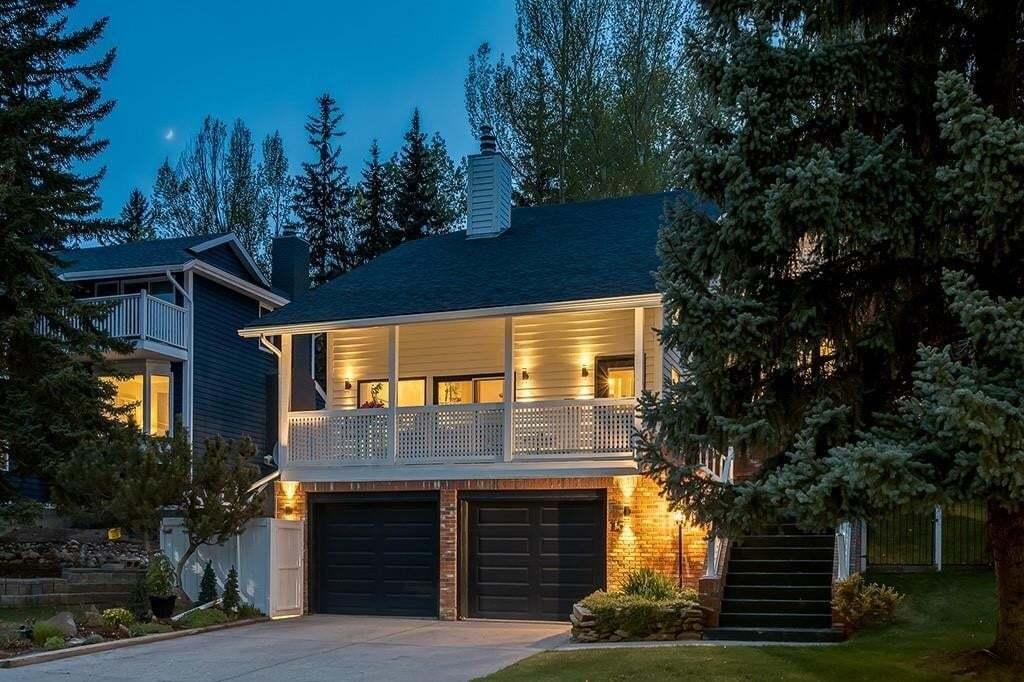 House for sale at 15 Stradwick Wy SW Strathcona Park, Calgary Alberta - MLS: C4297663