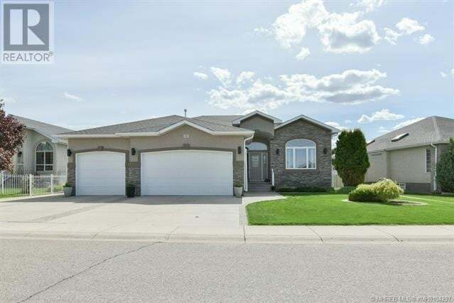 House for sale at 15 Vintage Meadows Pl Southeast Medicine Hat Alberta - MLS: MH0194297