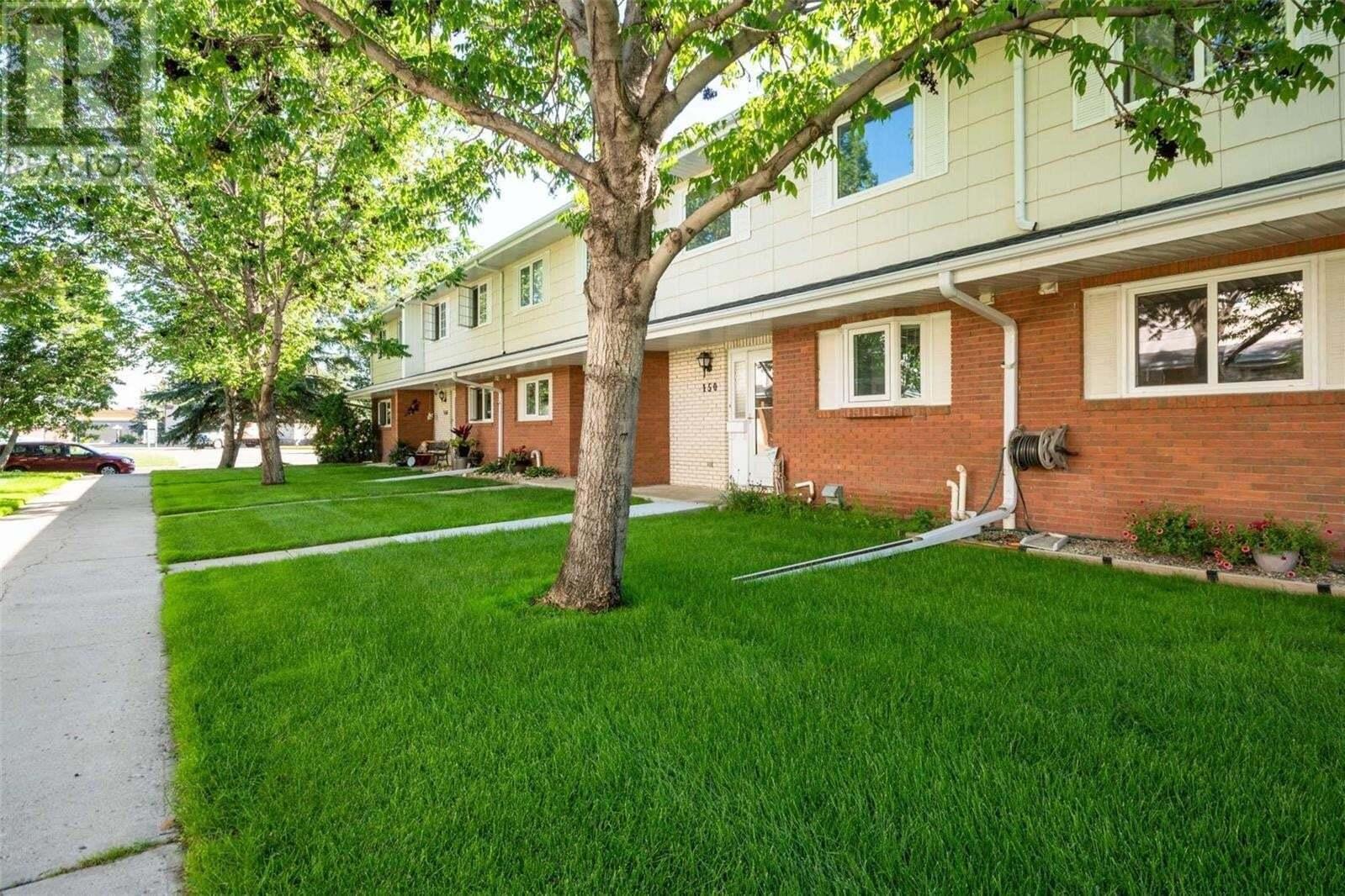 Townhouse for sale at 150 Plainsview Dr Regina Saskatchewan - MLS: SK816939