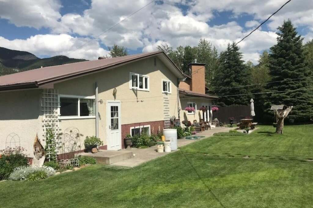 House for sale at 1501 130 St Crowsnest Pass Alberta - MLS: LD0192360