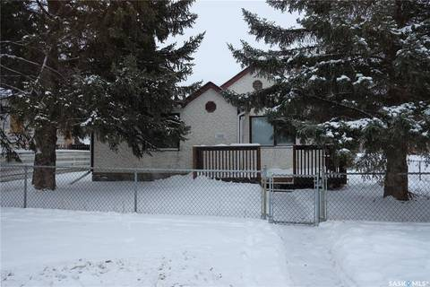 House for sale at 1502 1st Ave N Saskatoon Saskatchewan - MLS: SK797366