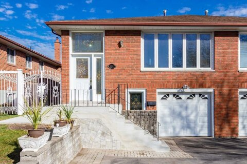 Townhouse for sale at 151 Achill Cres Mississauga Ontario - MLS: W4987003