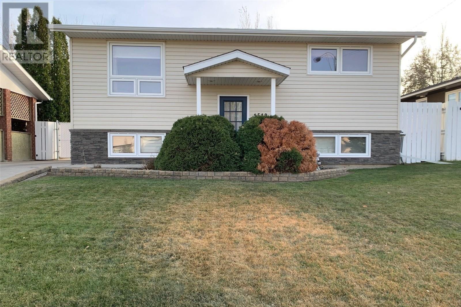 House for sale at 1519 Grandview St SW Moose Jaw Saskatchewan - MLS: SK831856