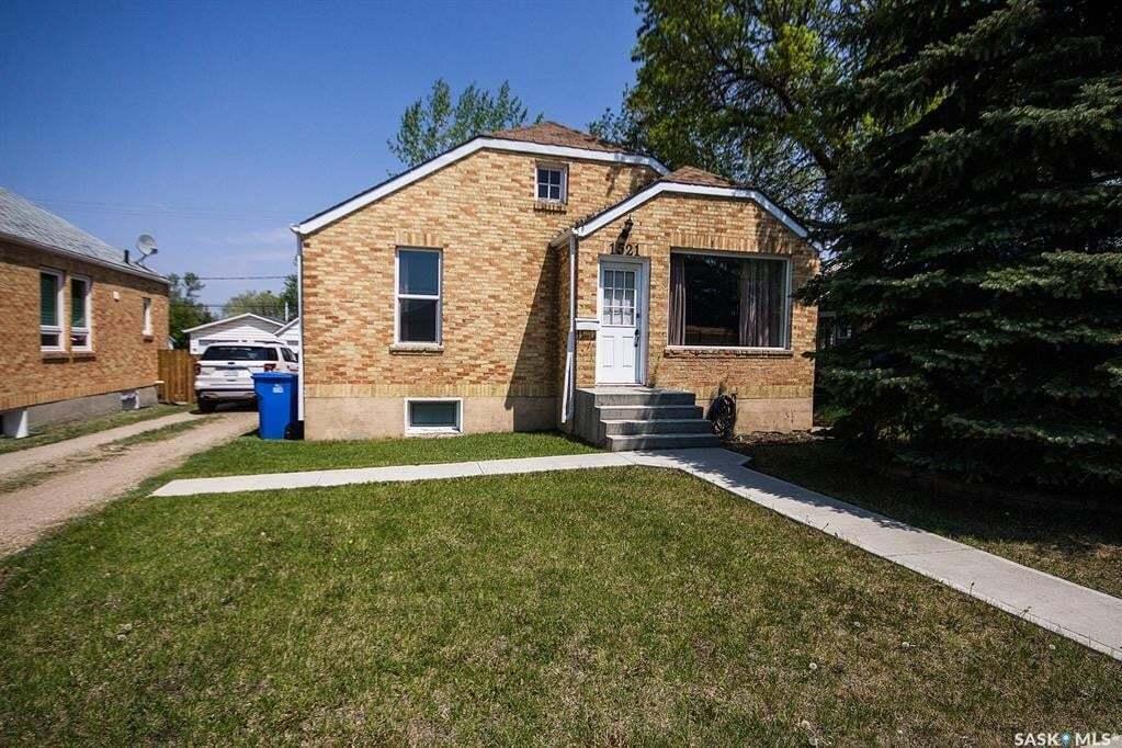 House for sale at 1521 2nd St Estevan Saskatchewan - MLS: SK809659
