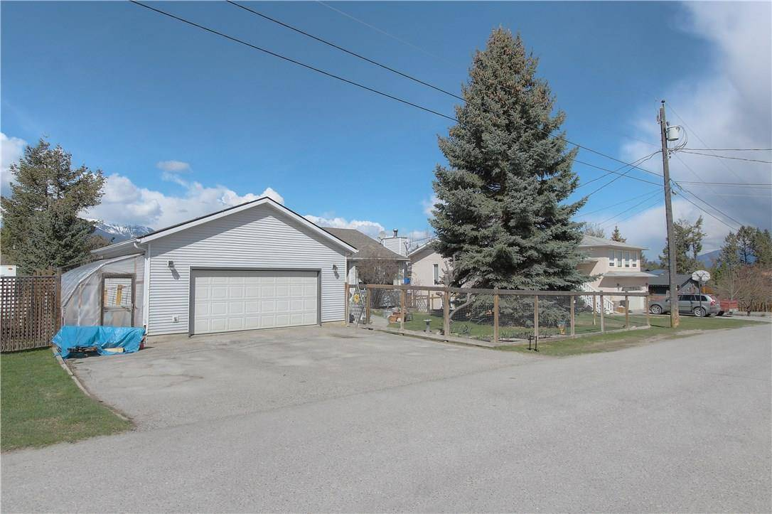 House for sale at 1522 3rd Ave Invermere British Columbia - MLS: 2437228