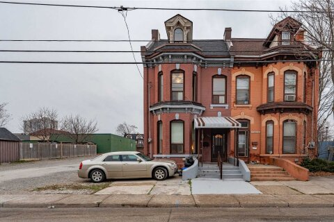 Townhouse for sale at 153 Bay St Hamilton Ontario - MLS: X5068787