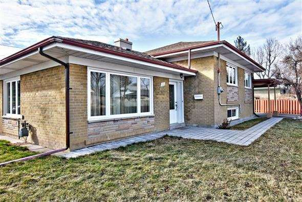 For Sale: 153 Elmhurst Drive, Toronto, ON | 3 Bed, 2 Bath House for $797,000. See 18 photos!