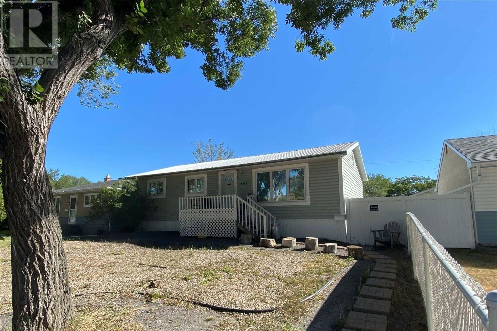 House for sale at 153 St John St Regina Saskatchewan - MLS: SK827911