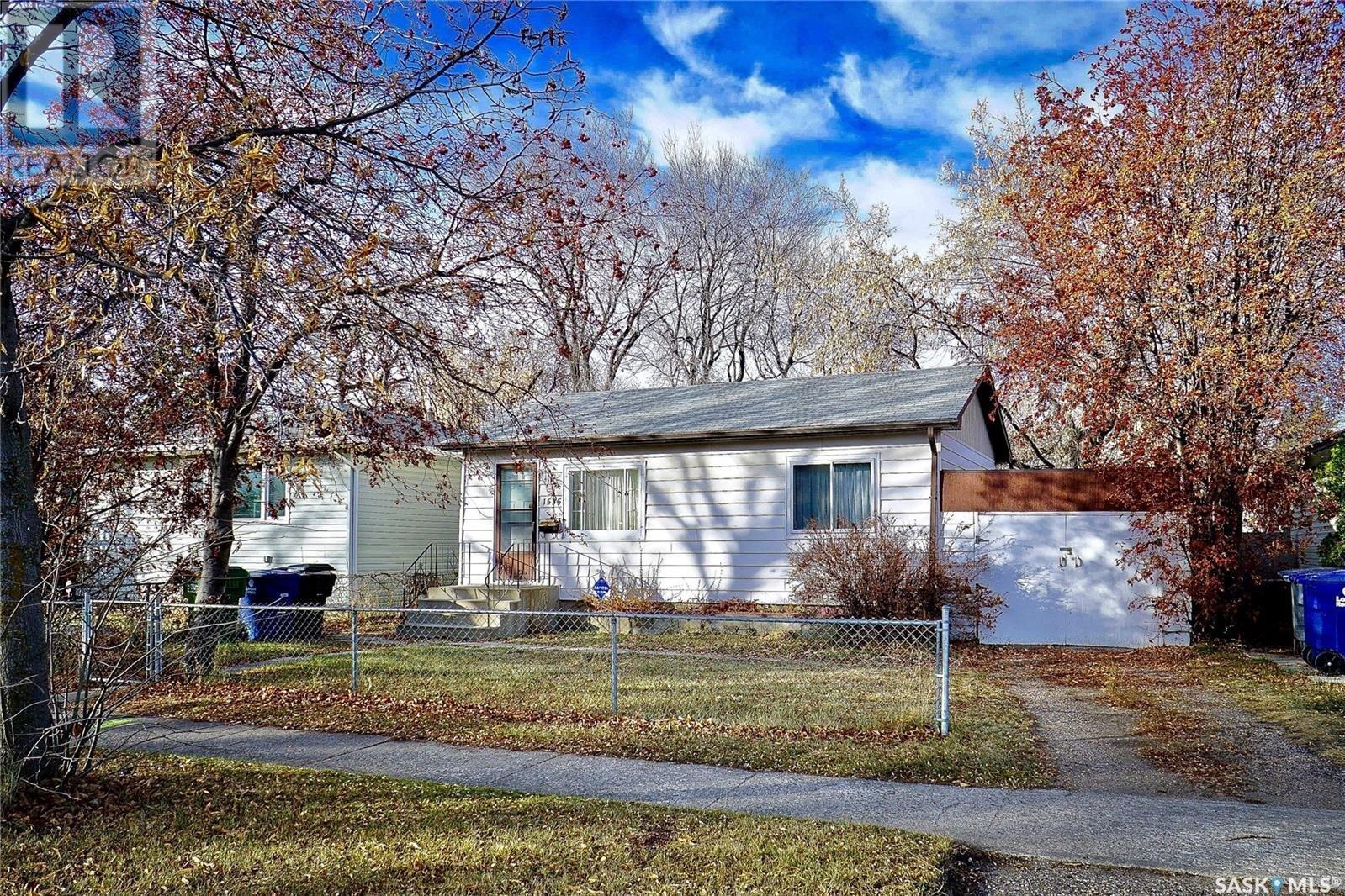 House for sale at 1535 F Ave N Saskatoon Saskatchewan - MLS: SK832064