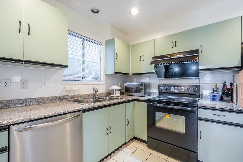 For Sale: 1538 E 11th Avenue, Vancouver, BC | 3 Bed, 3 Bath Townhouse for $1,190,000. See 20 photos!