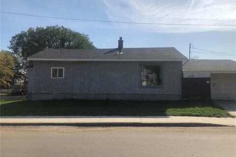 House for sale at 1539 B Ave N Saskatoon Saskatchewan - MLS: SK817000
