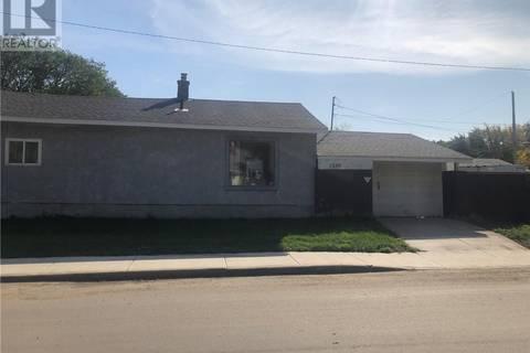 House for sale at 1539 B Ave N Saskatoon Saskatchewan - MLS: SK787100