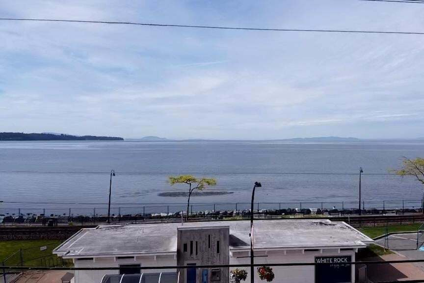 Home for sale at 15457 Marine Dr White Rock British Columbia - MLS: R2457651