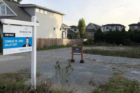 Home for sale at 15512 Russell Ave White Rock British Columbia - MLS: R2417640