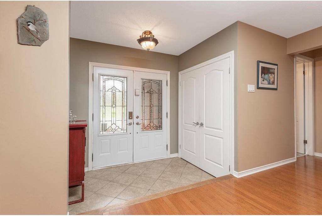 1555 Forest Valley Drive, Ottawa   Image 2