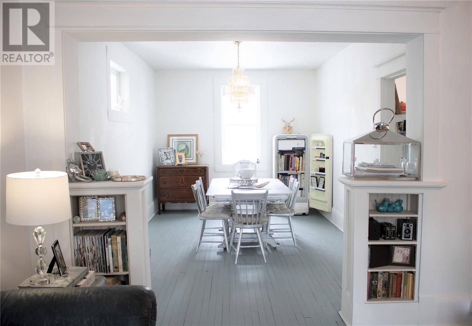 House for sale at 1565 Robinson St Regina Saskatchewan - MLS: SK762771