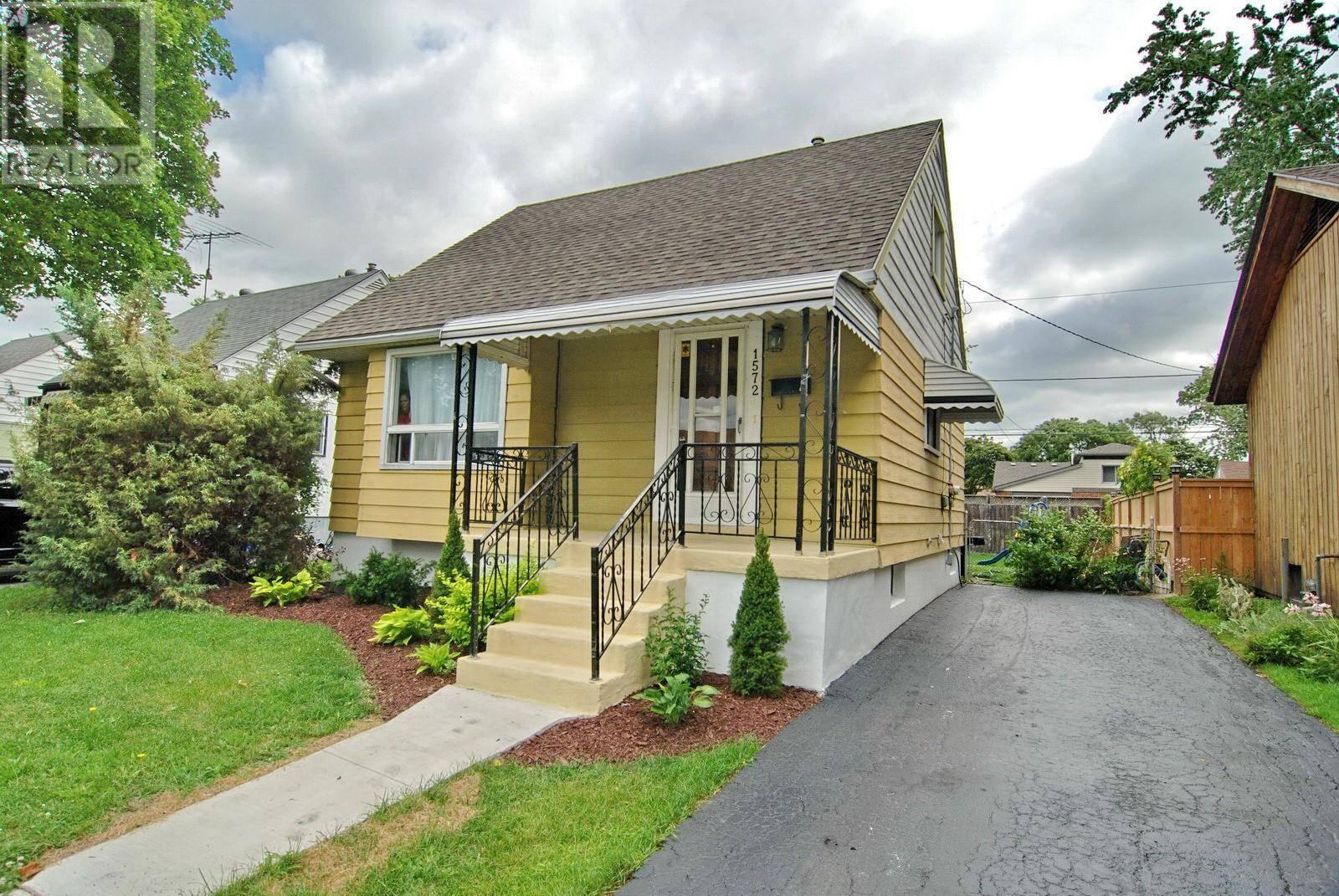 House for sale at 1572 Labadie  Windsor Ontario - MLS: 19023708