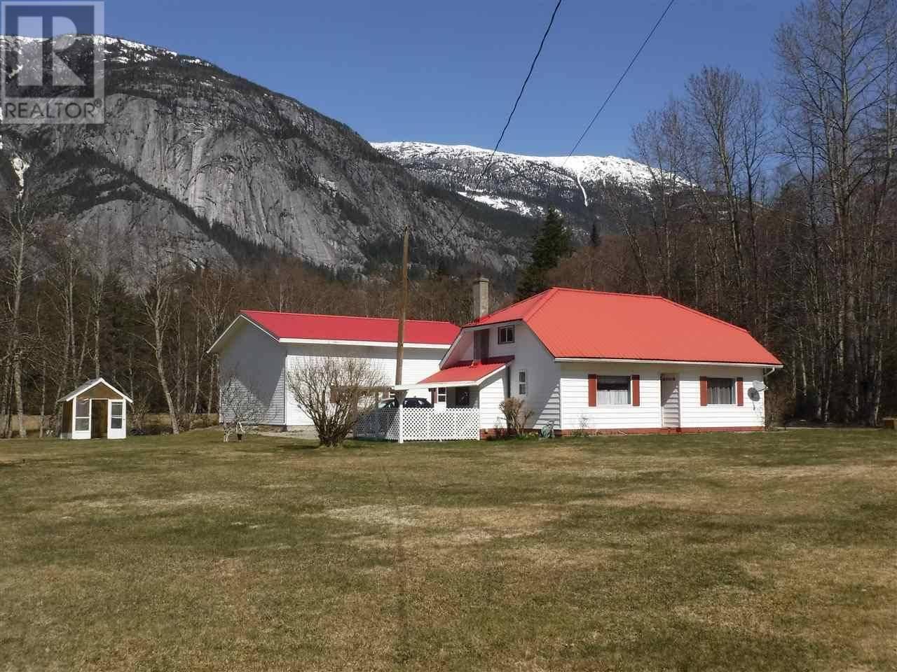 House for sale at 1576 Mackenzie Hy W Bella Coola British Columbia - MLS: R2450014