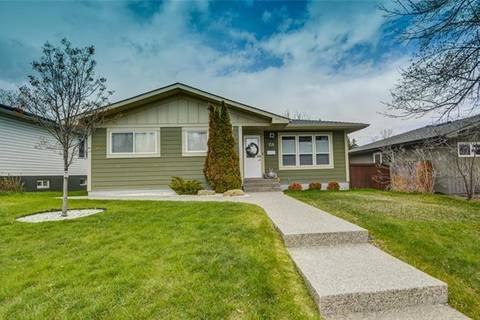 House for sale at 158 Springwood Dr Southwest Calgary Alberta - MLS: C4235954