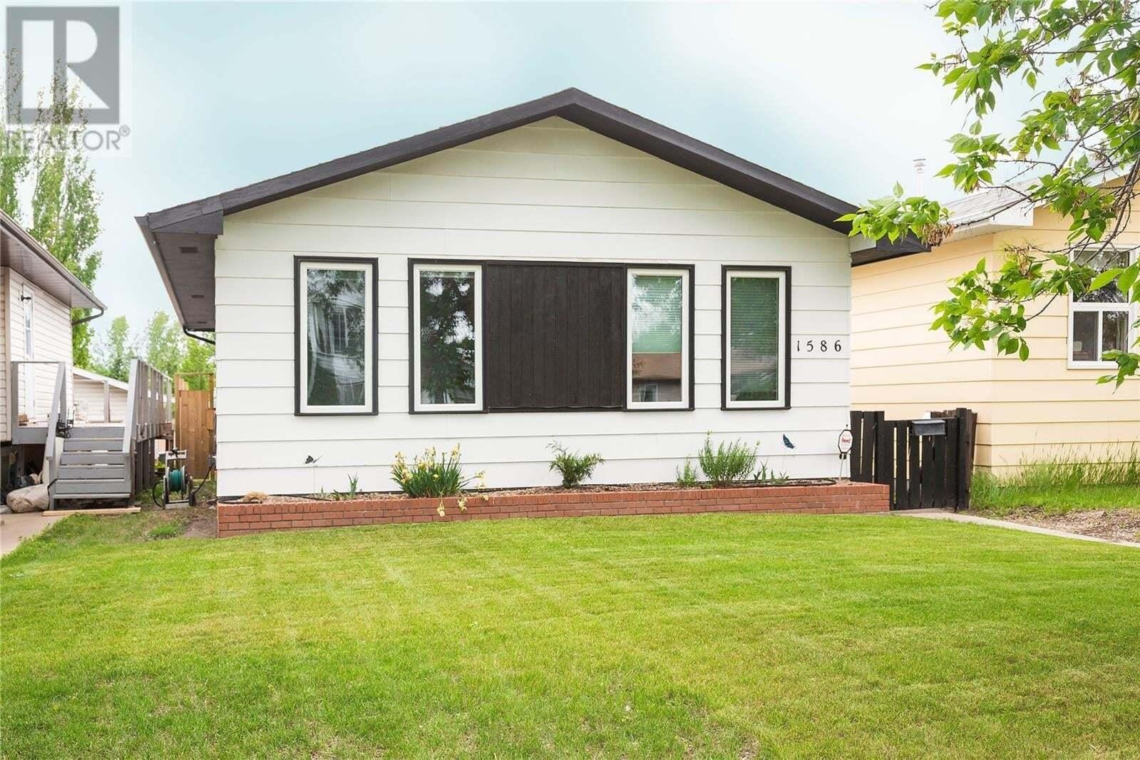 House for sale at 1586 Mcintosh Dr Prince Albert Saskatchewan - MLS: SK813484