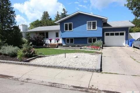 House for sale at 16 Arlington St Regina Saskatchewan - MLS: SK813733