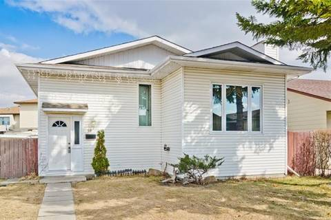 House for sale at 16 Castlebrook Pl Northeast Calgary Alberta - MLS: C4257232