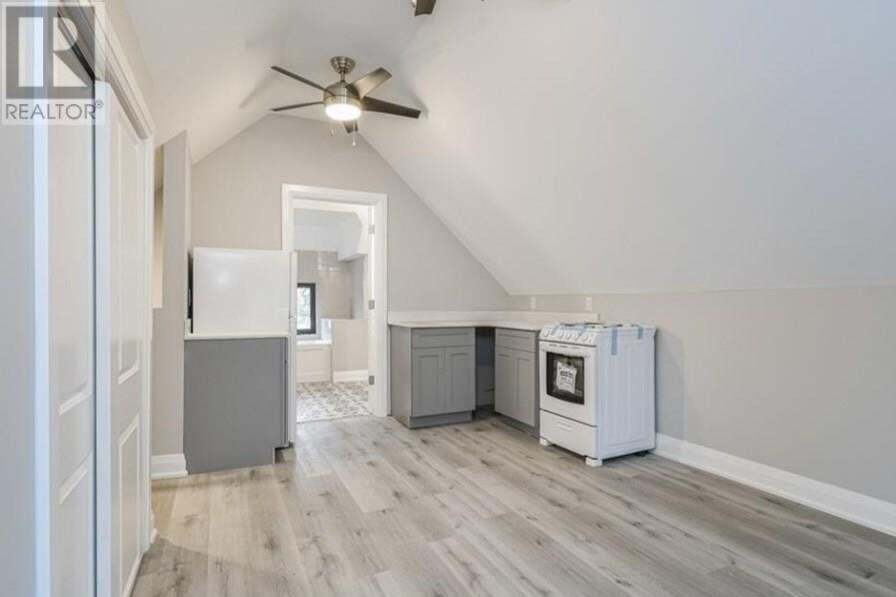 Townhouse for rent at 16 Gage Ave North Hamilton Ontario - MLS: 30809808