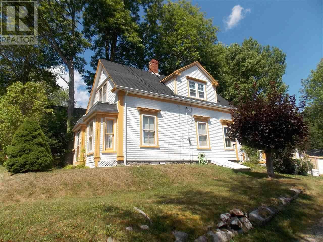 House for sale at 16 Garden Ln Mahone Bay Nova Scotia - MLS: 201920852