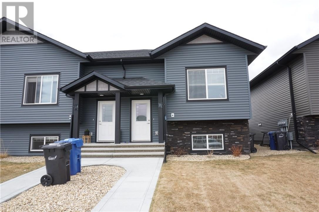 Townhouse for sale at 16 Hutton Pl Penhold Alberta - MLS: CA0189830