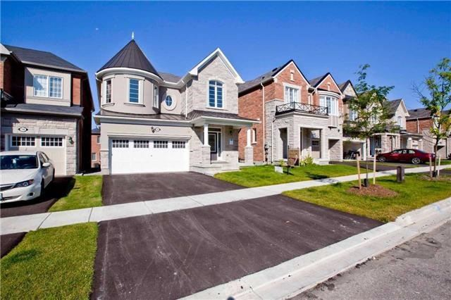 For Sale: 16 Major Crescent, Aurora, ON | 4 Bed, 4 Bath House for $1,088,800. See 20 photos!