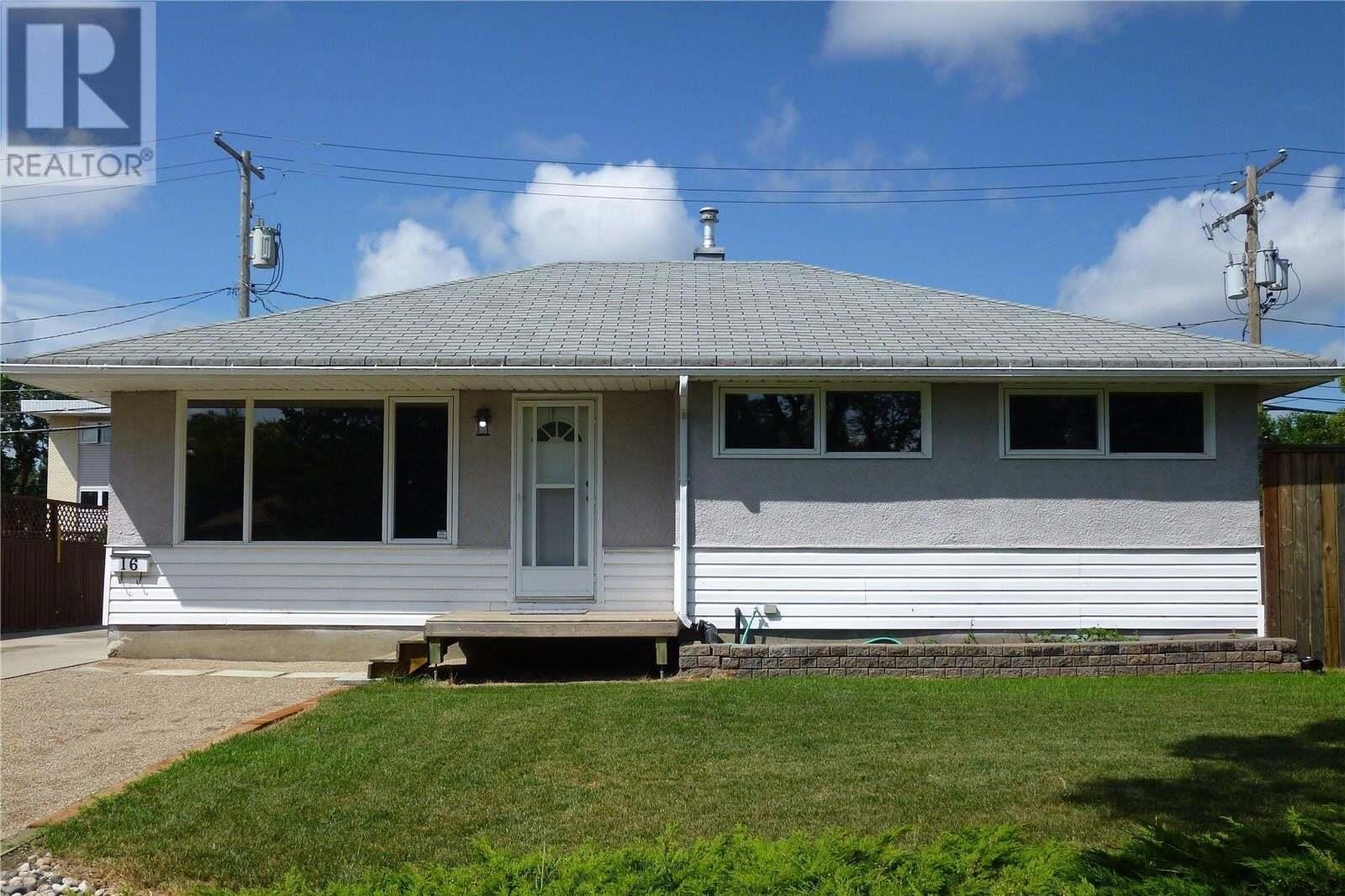 House for sale at 16 Osler Pl Regina Saskatchewan - MLS: SK819548