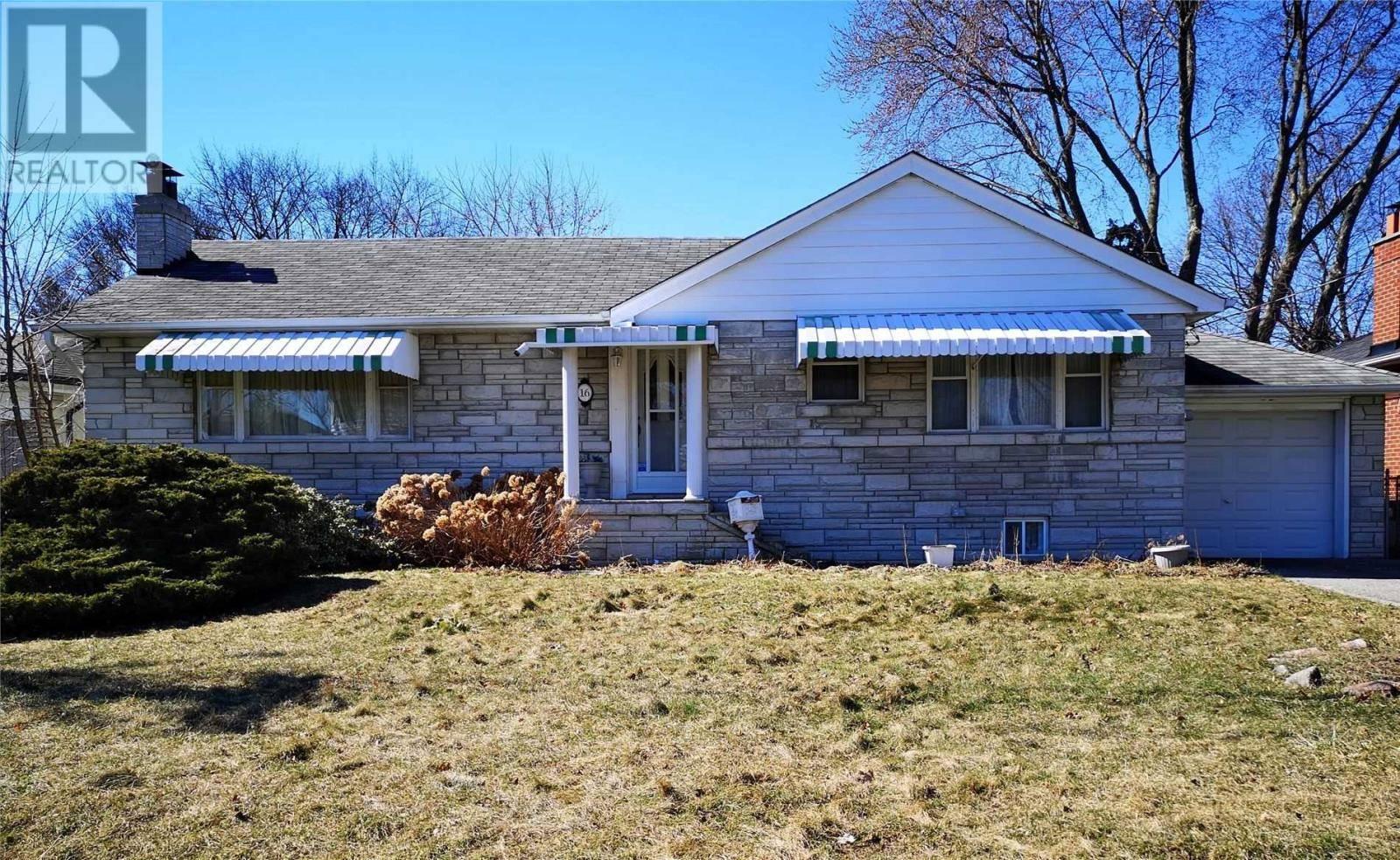 House for sale at 16 Spring Garden Rd Toronto Ontario - MLS: W4736634