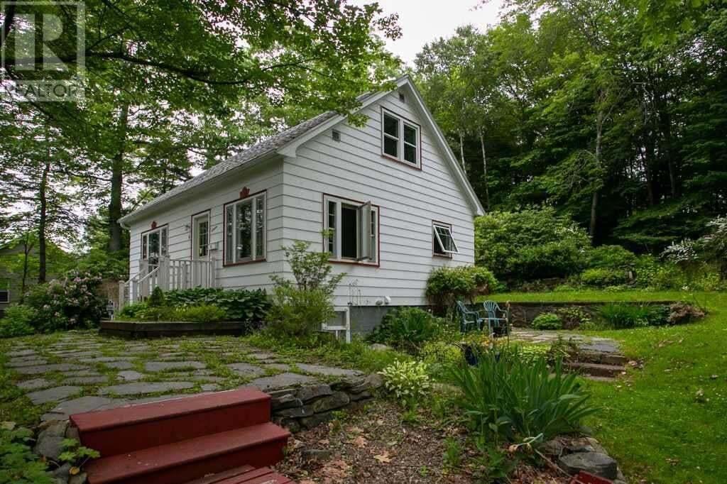House for sale at 16 Tremont Dr Halifax Nova Scotia - MLS: 202012136
