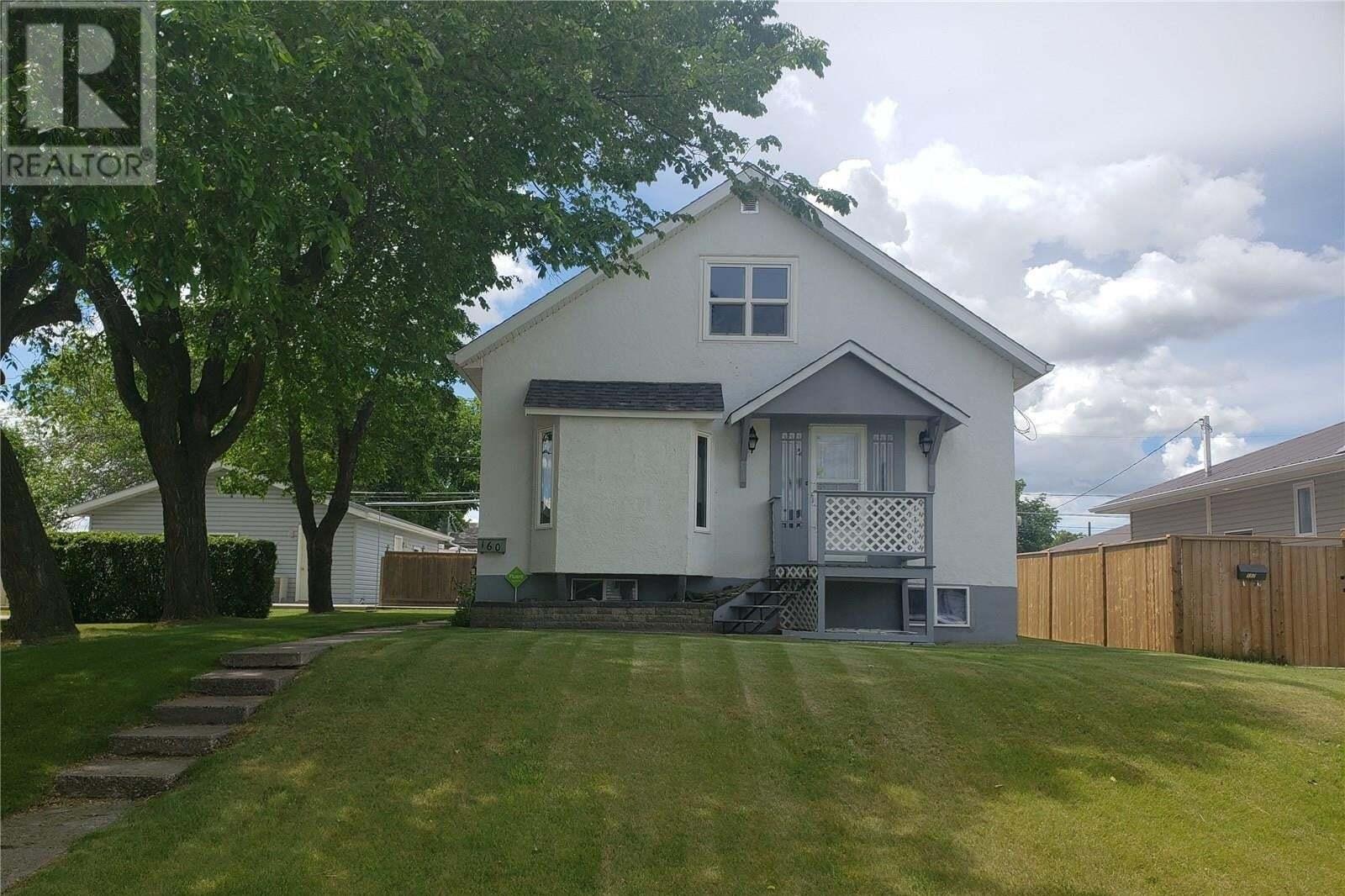 House for sale at 160 4th Ave SE Swift Current Saskatchewan - MLS: SK827601