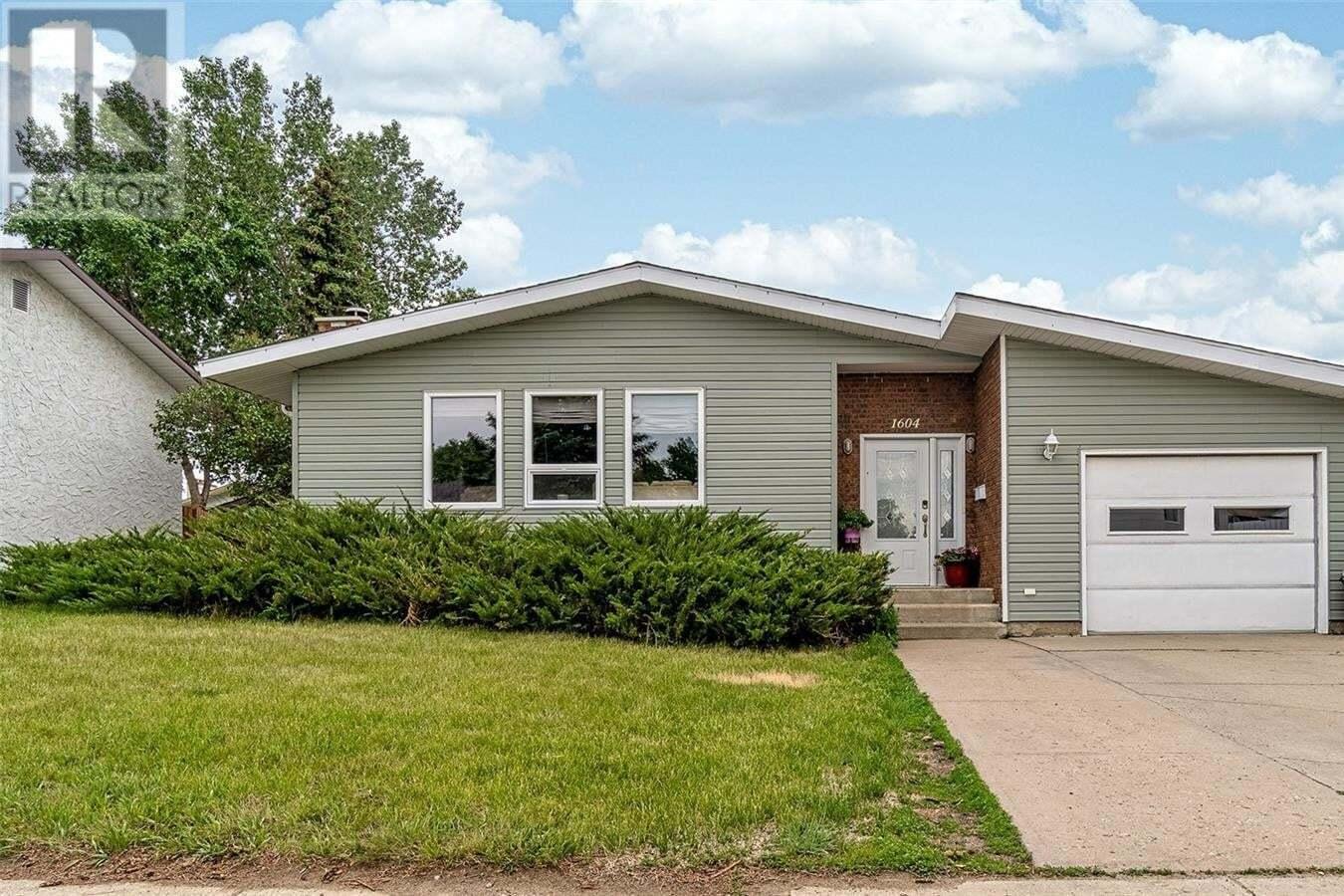 House for sale at 1604 Dunn St Moose Jaw Saskatchewan - MLS: SK813424