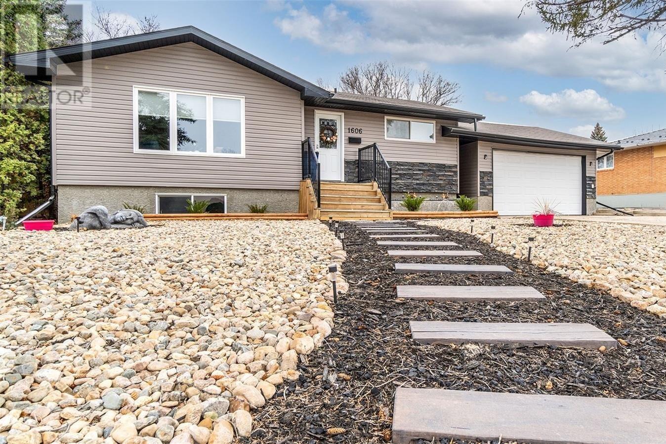 House for sale at 1606 Marshal Cres Moose Jaw Saskatchewan - MLS: SK833184