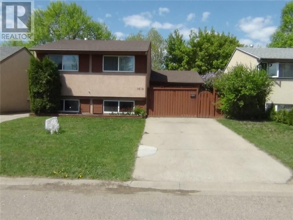 For Sale: 1610 St George Road North, Lethbridge, AB   3 Bed, 2 Bath House for $239,900. See 21 photos!