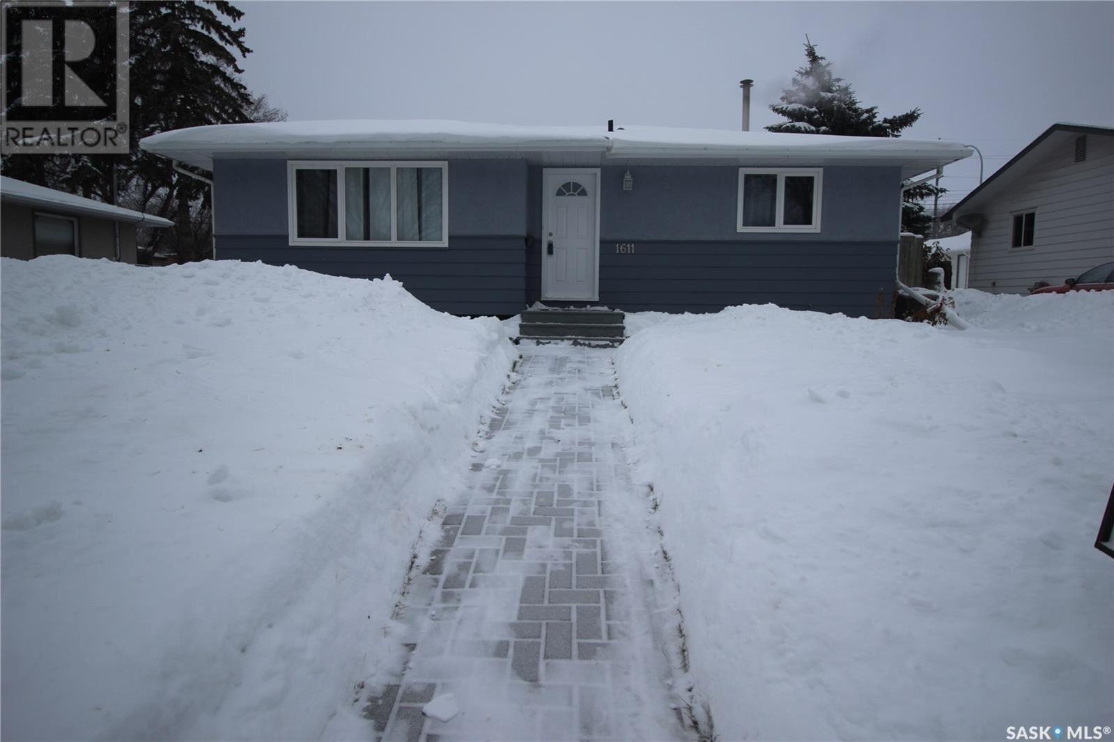 House for sale at 1611 8th Ave N Saskatoon Saskatchewan - MLS: SK831624