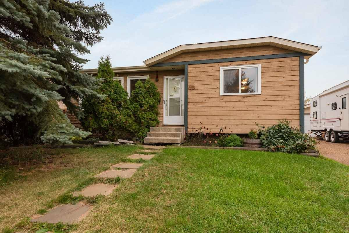 House for sale at 1615 42 St Nw Edmonton Alberta - MLS: E4176311