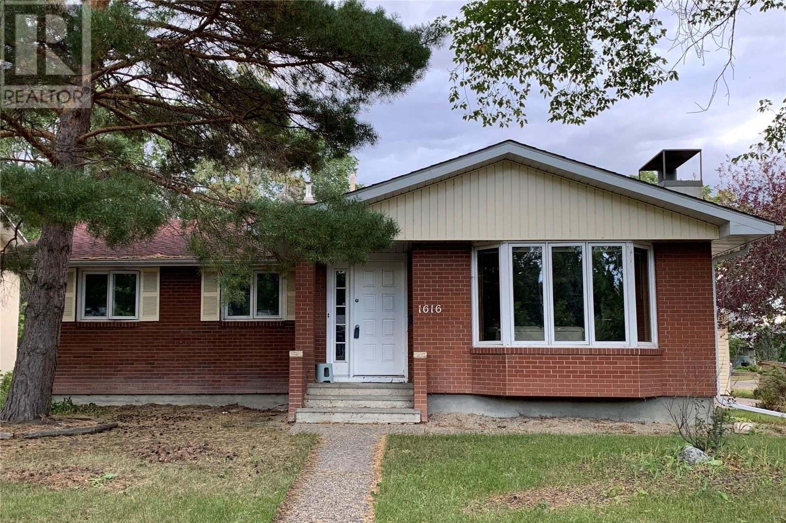 House for sale at 1616 Grant Dr Regina Saskatchewan - MLS: SK827606