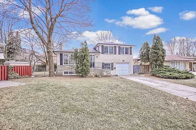 For Sale: 162 Kenvale Court, Richmond Hill, ON   4 Bed, 2 Bath House for $1,100,000. See 20 photos!