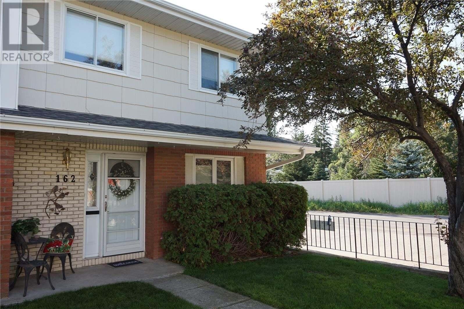 Townhouse for sale at 162 Plainsview Dr Regina Saskatchewan - MLS: SK819208